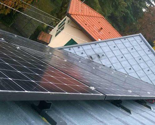 Impianto fotovoltaico su tetto con copertura